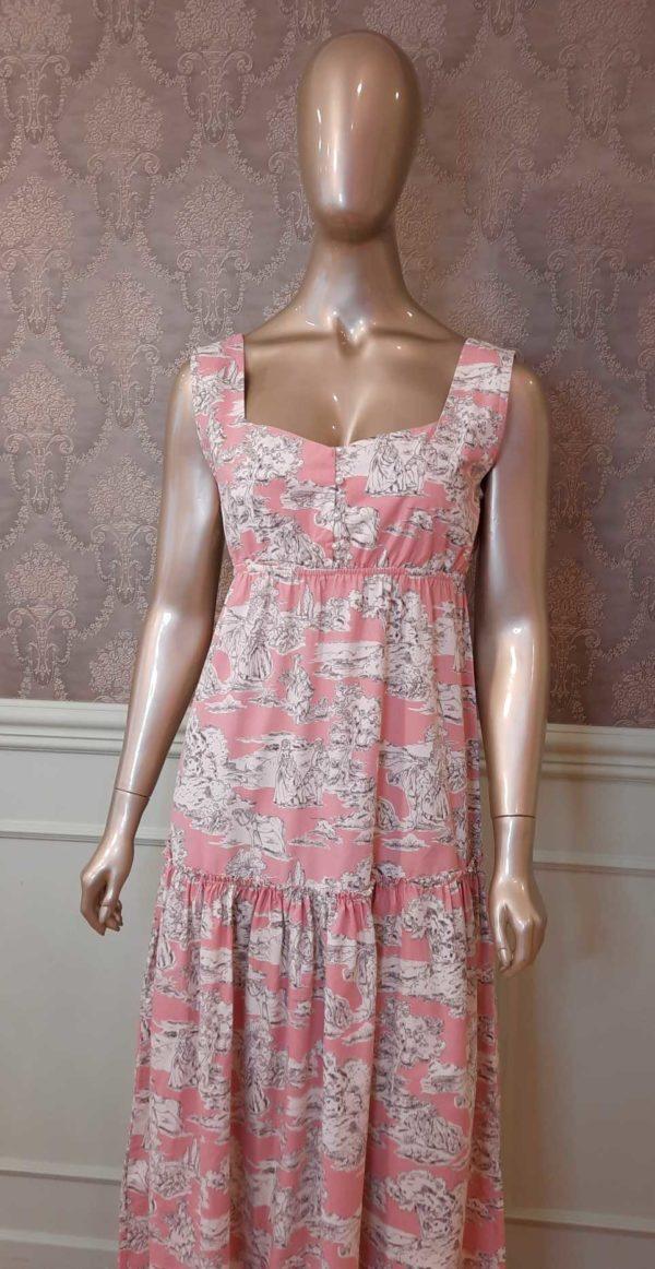 Manequim veste camisola longa com estampa de toile de jouy rosa