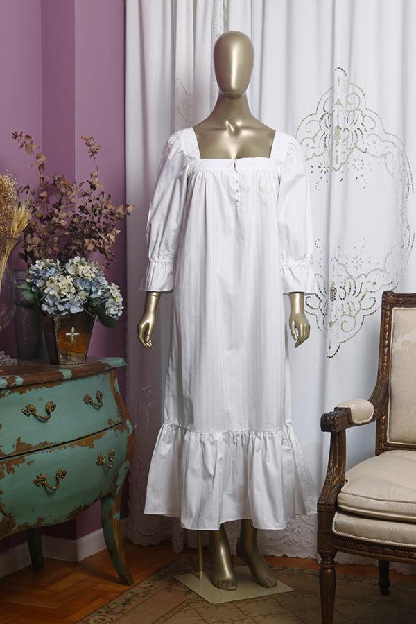 Manequim veste camisola manga 7/8 longa branca