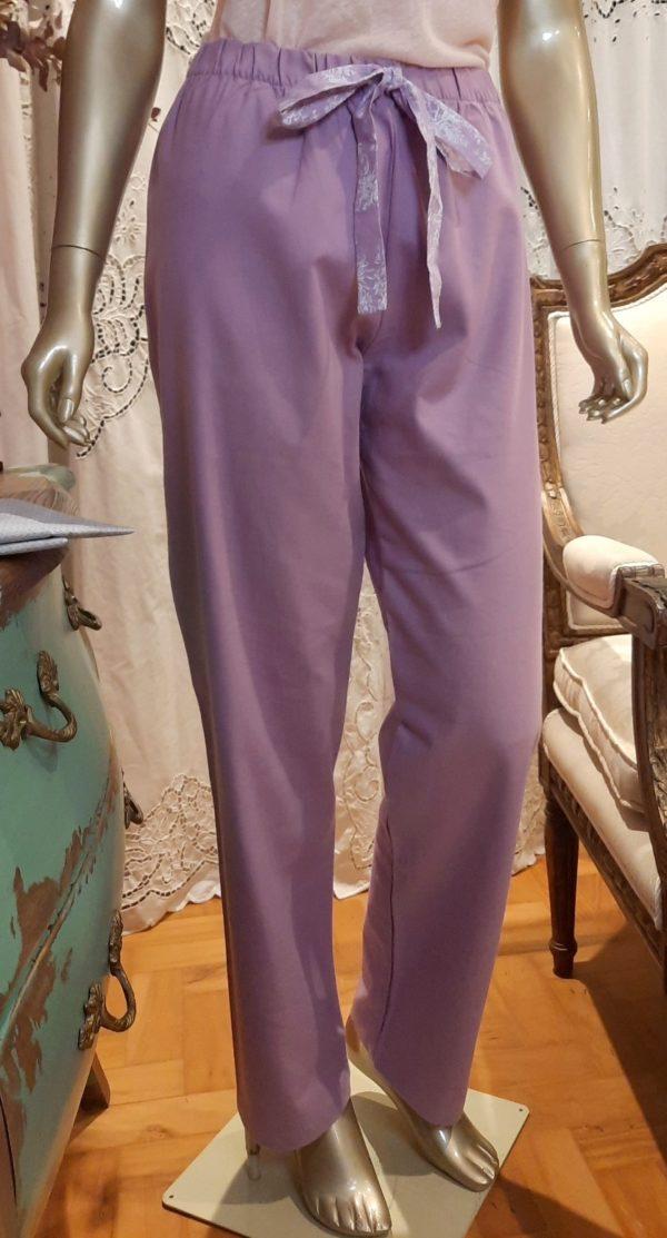 Manequim veste calça no tecido flanelado
