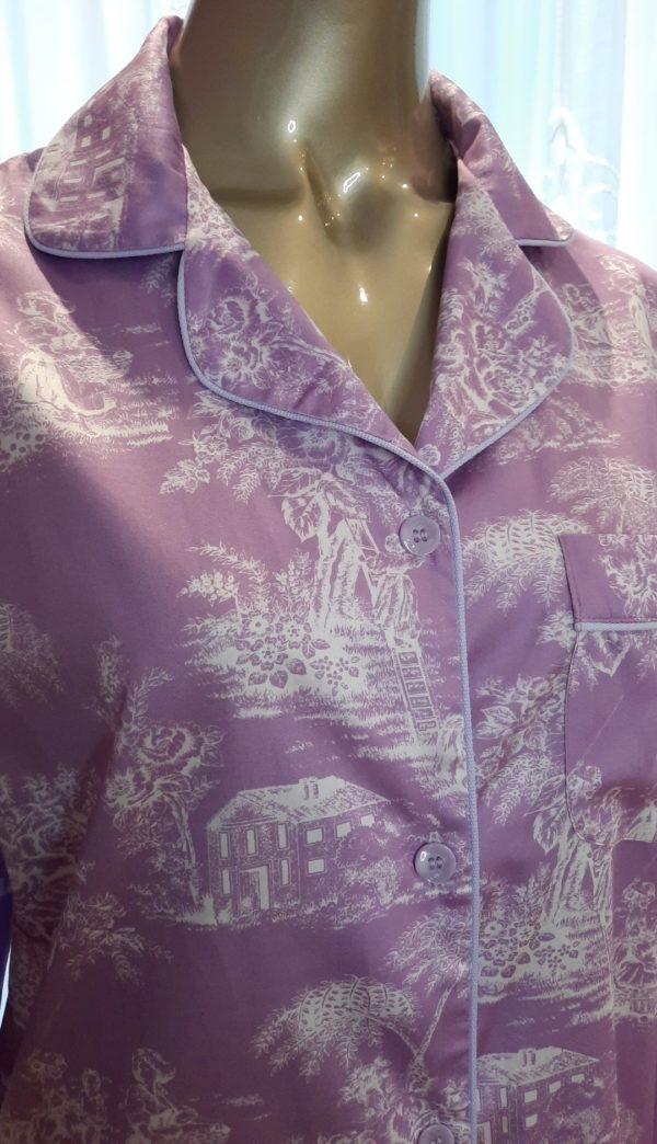 Manequim veste chemise na estampa toile de jouy lavanda