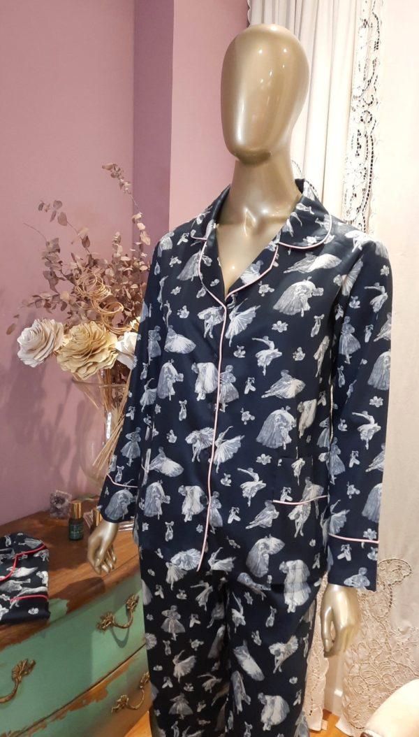 Manequim veste pijama calca e camisa manga longa com estampa de ballet