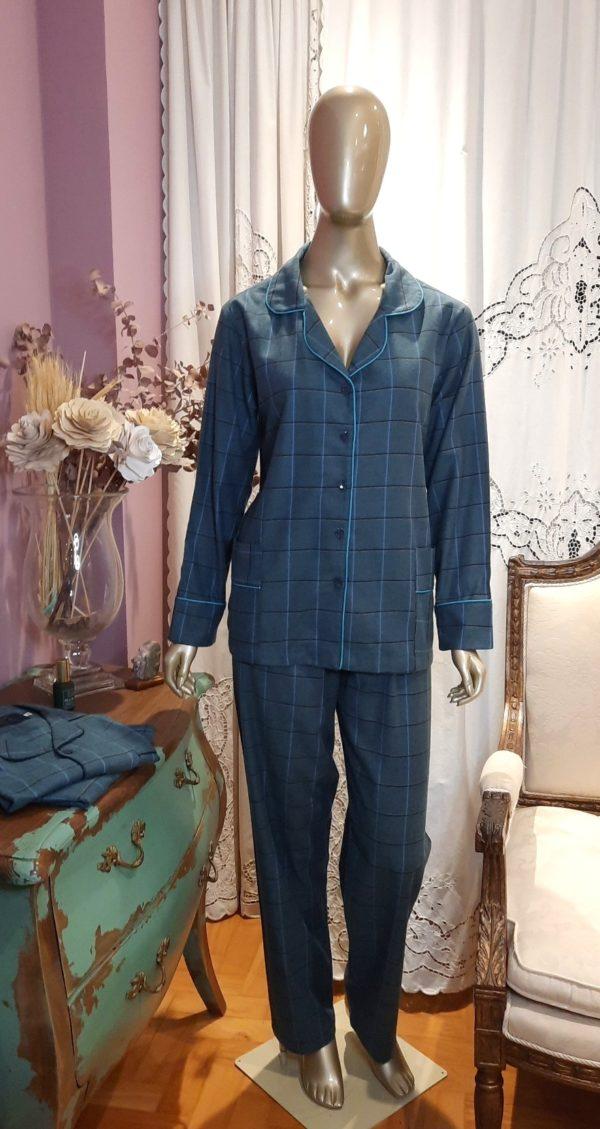 Manequim veste pijama flanelado calca e camisa manga longa xadrez