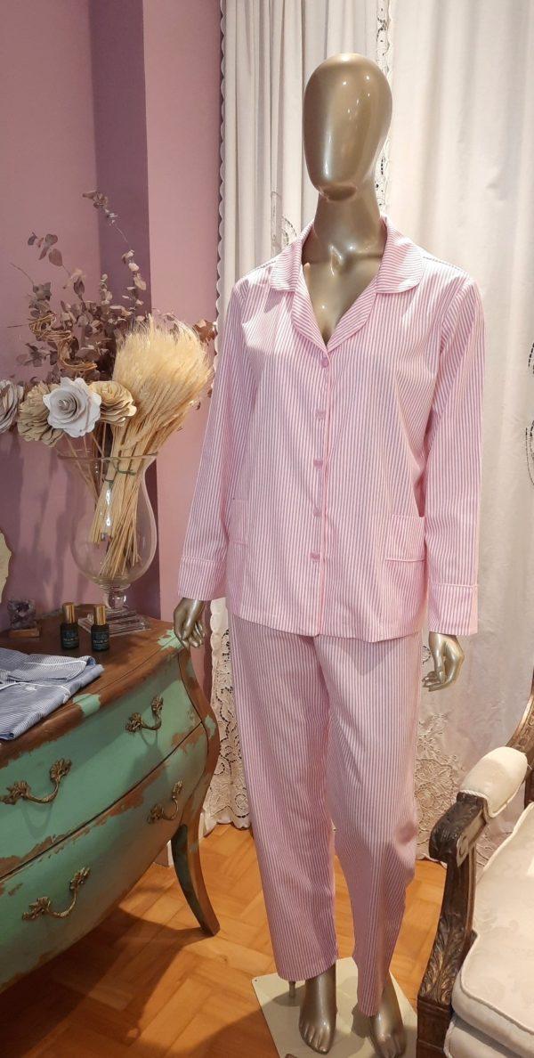 Manequim veste pijama listrado rosa calca e camisa manga longa