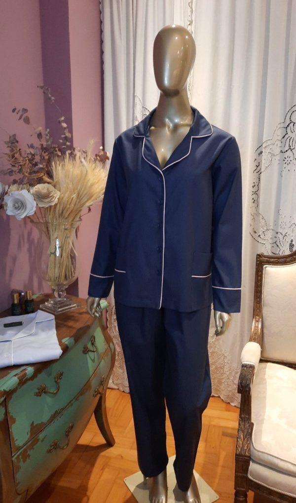 Manequim veste pijama masculino calca e camisa manga na cor marinho