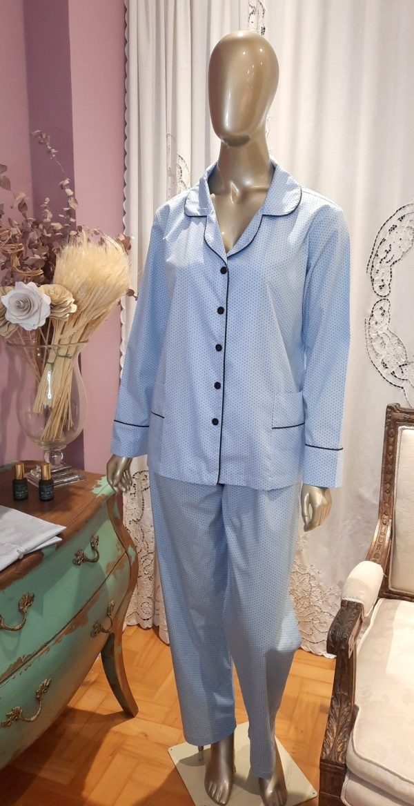 Manequim veste pijama calca e camisa manga longa poa azul