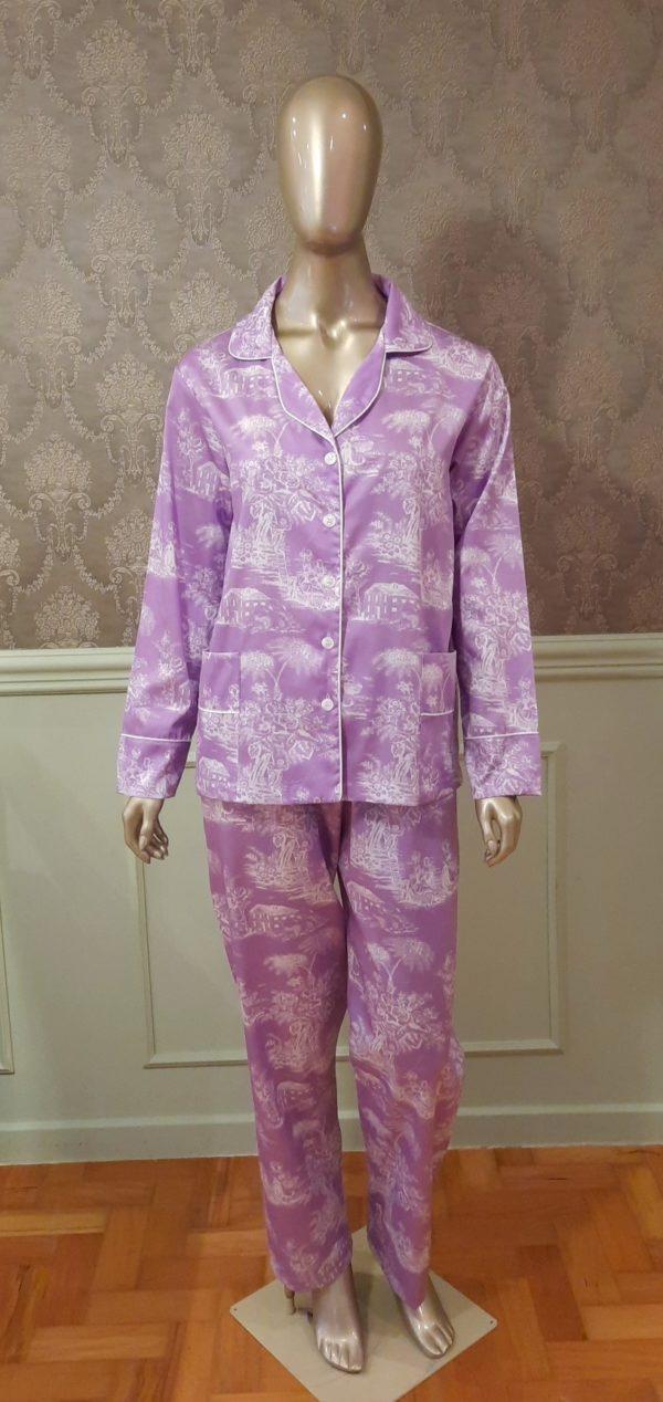 Manequim veste pijama calca e camisa manga longa toile de jouy lavanda