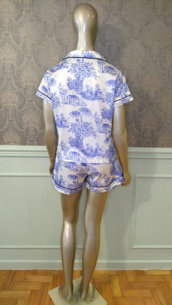 Manequim veste pijama short e camisa manga curta toile de jouy azul