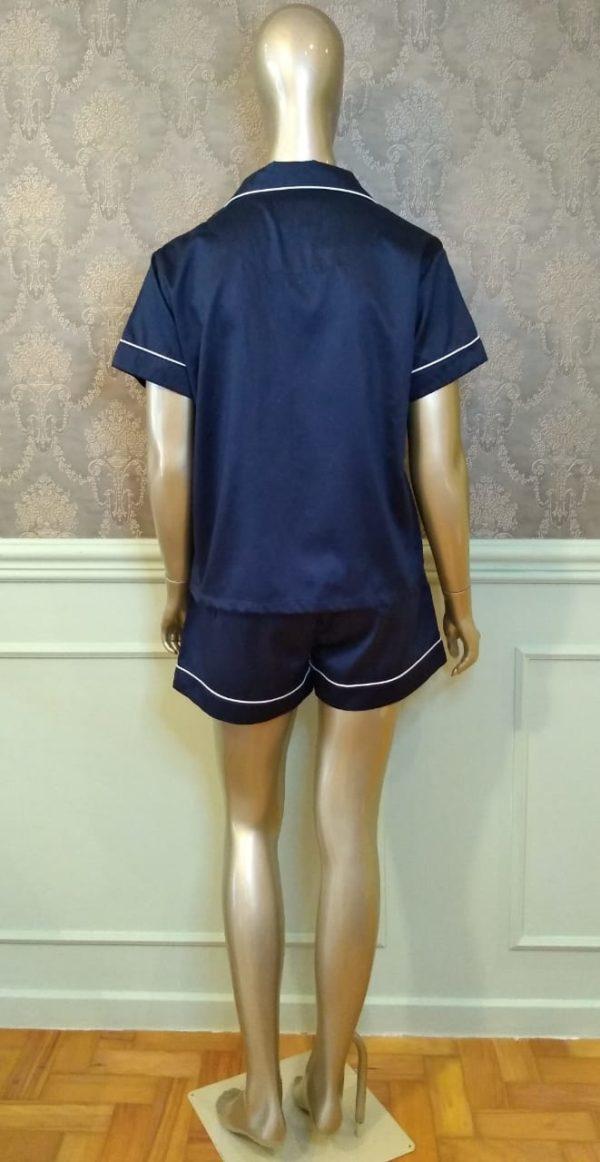 Manequim veste pijama short e camisa manga curta liso marinho